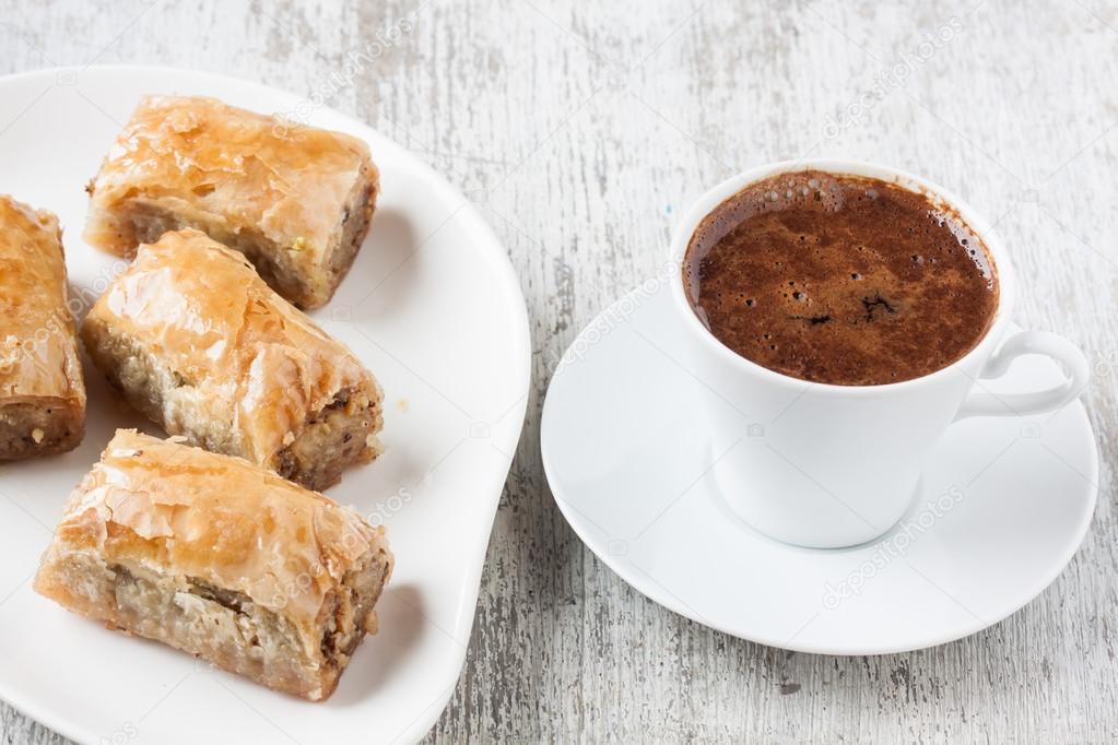 bayramda kahve ve tatlı